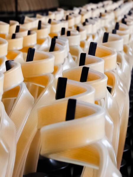 Fabrication d'une série de 1000 bottle holders - Crédit photo : JB Henriot